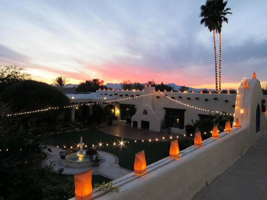 Hacienda Del Sol Guest Ranch Resort: Christmas lights at Hacienda del Sol