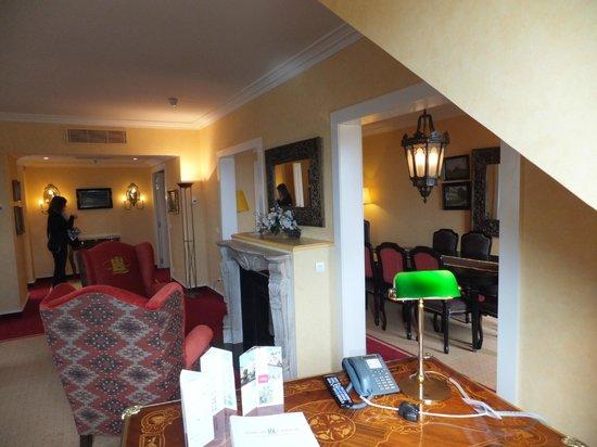 Vienna House Dream Castle Paris: vue partielle sur salle à manger et salon