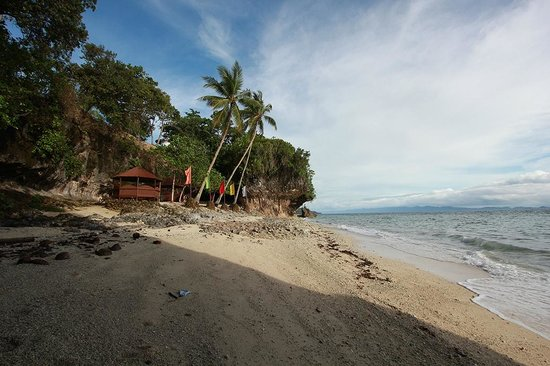 Padre Burgos Castle Resort: Beach