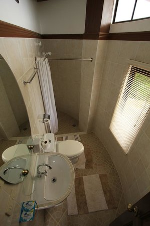 Padre Burgos Castle Resort: Room 5 - Bathroom