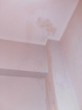 Hotel Ancasti: techo el baño