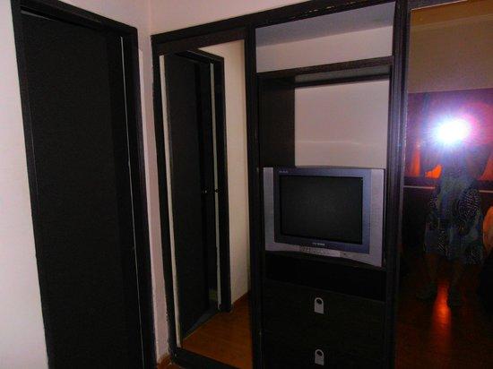Hotel Ancasti: placard y television
