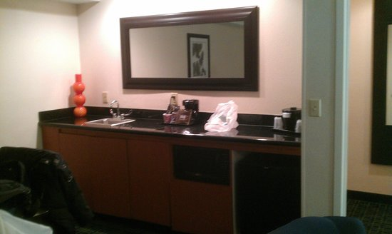 Fairfield Inn Boston Dedham: Counter/fridge/microwave area