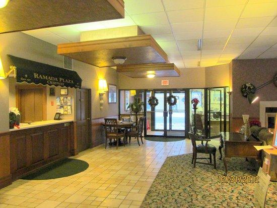 Ramada Plaza Sault Ste. Marie Ojibway: Front lobby