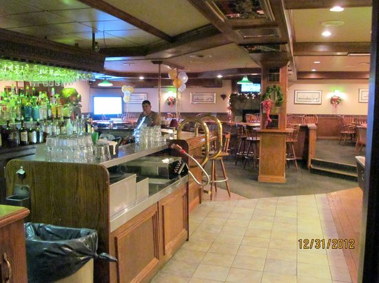 Ramada Plaza Sault Ste. Marie Ojibway: Inside Captain's Pub & Grille