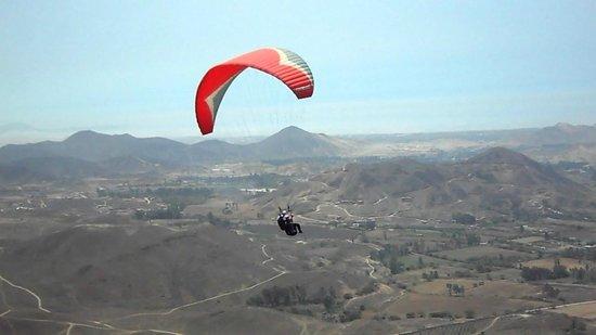 Aeroxtreme Escuela de Parapente: Paragliding Pachacamac. Lima - Peru