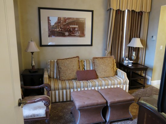 The Roosevelt New Orleans, A Waldorf Astoria Hotel: Living area with pull out sofa in suite 11222