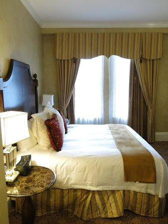 The Roosevelt New Orleans, A Waldorf Astoria Hotel: Bedroom in suite 11222