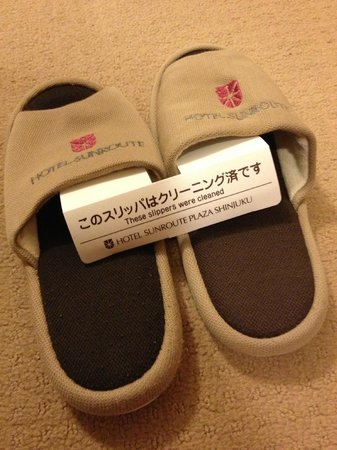Hotel Sunroute Plaza Shinjuku: Room slippers