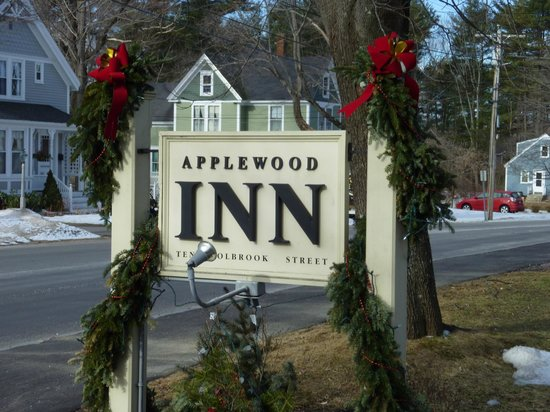 Applewood Inn: Applewood Sign