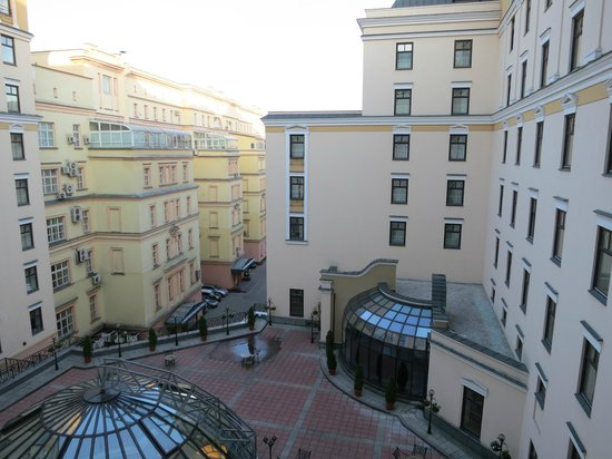 Moscow Marriott Grand Hotel: A view from the room No. 651