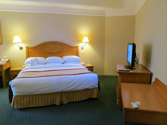 Moscow Marriott Grand Hotel: A large and  very comfortable room