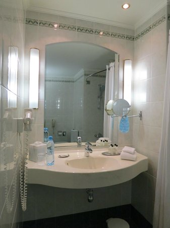 Moscow Marriott Grand Hotel: Good quality amenities and complimentary mineral water