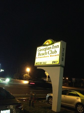 Georgian Inn Beach Club: Sign from A1A