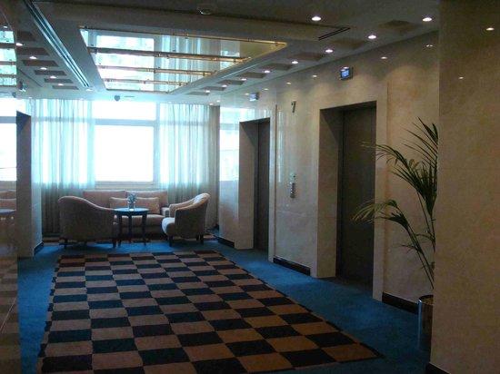 Roda Al Murooj: Hall de los pisos de habitaciones
