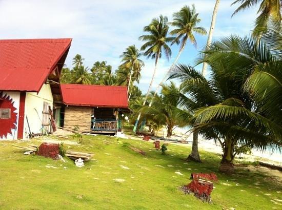 White Sands Paradise Beach Resort: bollox bar from beach