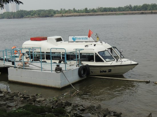 Riverside Serviced Apartments: shuttle boat
