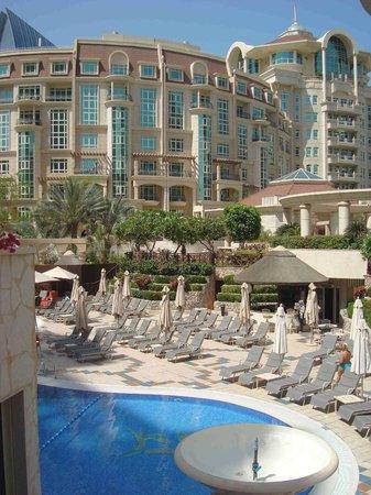 Al Murooj Rotana: Jardines del hotel