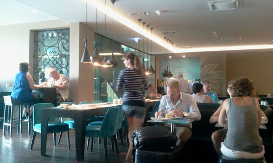 Motel One Wien Westbahnhof: View at breakfast