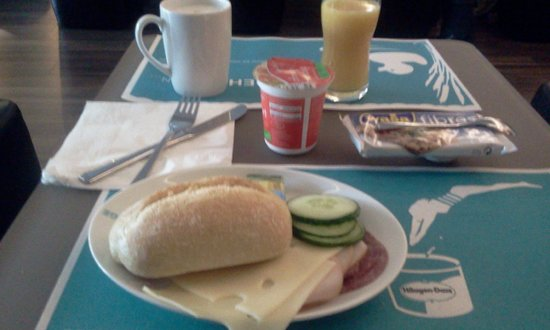 Motel One Wien Westbahnhof: Good breakfast selection