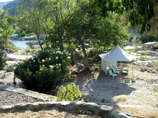 Rio Sierra Riverhouse: Rio's river beach with cabanas