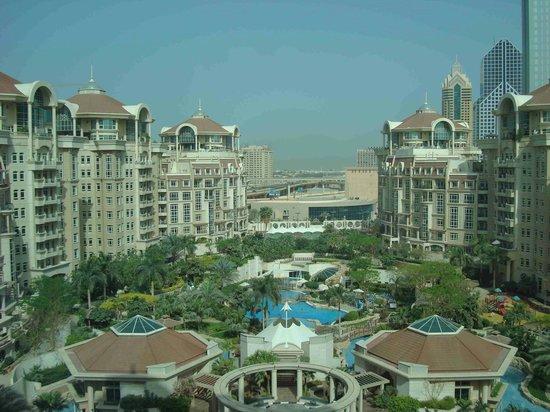 Roda Al Murooj : Vista general del hotel y los apartamentos