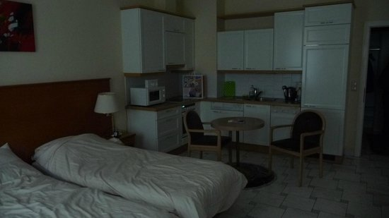 Hotel-Pension Continental: This is the room with the kitchenette