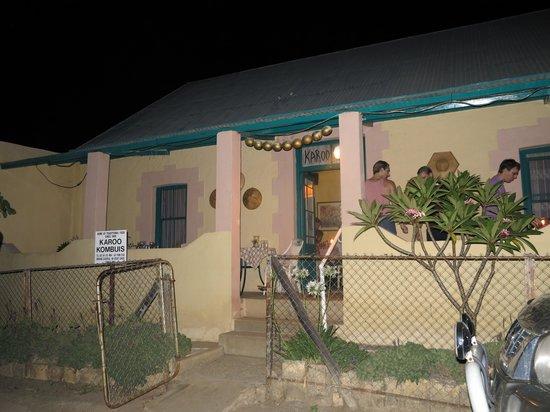 Karoo Kombuis at night
