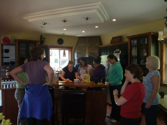 Eagle Tree Lodge : Group meal preparation