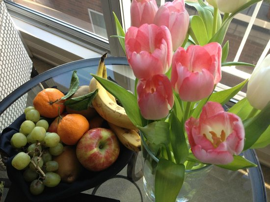 Inn at the Market: In room fruit bowl and flowers from market