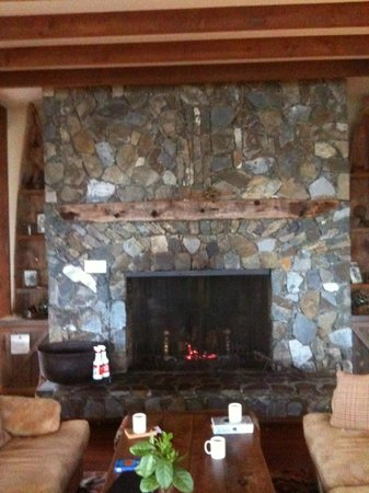 Middle Beach Lodge: Grand Fireplace