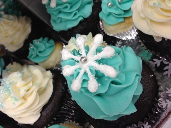 Above and Beyond Cupcakes & Cafe: Snowflake Cupcakes