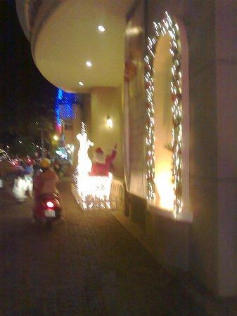 دوكستون هوتل سايجون: Santa 