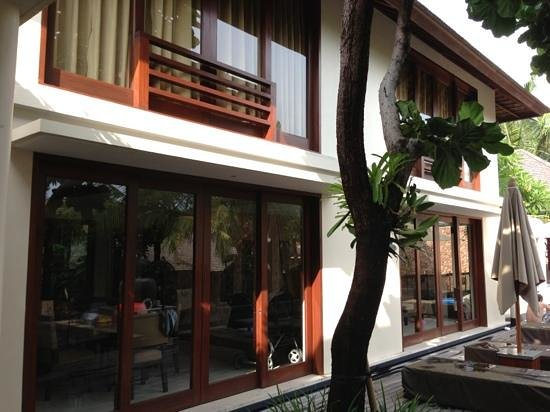 Villa Sakti: upstairs HUGE bedroom with living and dining ac rooms below