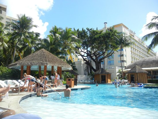 El San Juan Resort & Casino, A Hilton Hotel: Pool area is beautiful