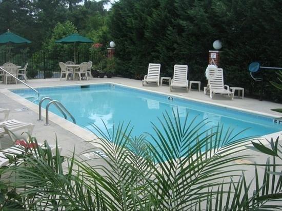Best Western Plus Russellville Hotel & Suites: outdoor pool