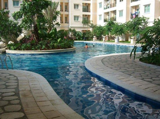 Maven MOI Suites: Swimming Pool