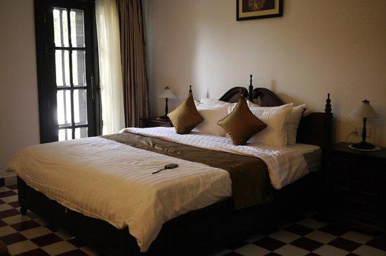 Chateau d'Angkor La Residence: 大床