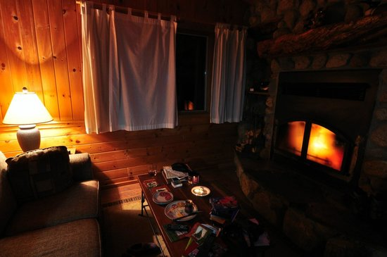 Gunflint Lodge: Toasty Cabin