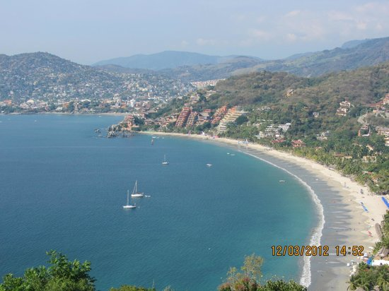 Holiday Inn Resort Ixtapa: La Ropa beach in Zihua