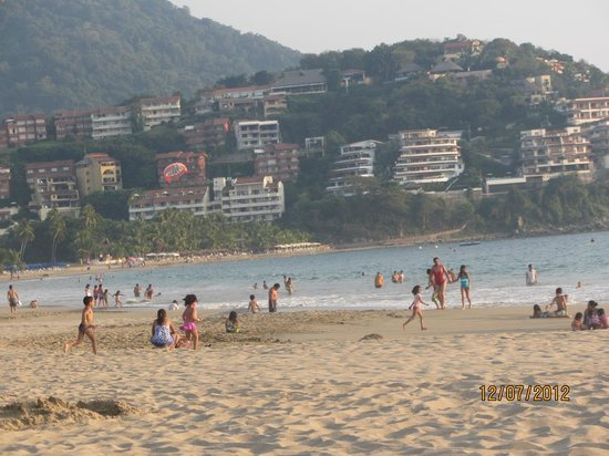 Holiday Inn Resort Ixtapa: beautiful beach looking south