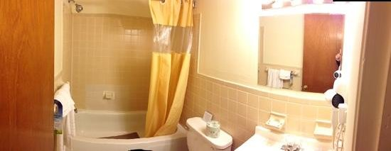 Main Street Inn: bath room