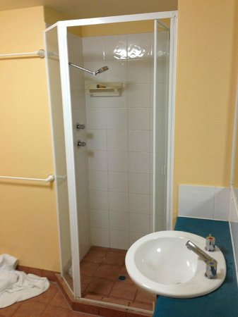 Aruba Surf Resort: shower