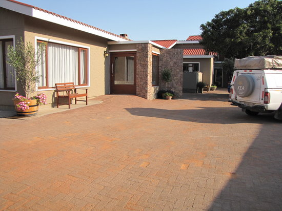Sandfields Guesthouse: Entrance and reception
