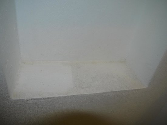 Nai Yang Beach Resort and Spa: Shelf in Bathroom