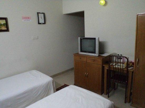 Sel Nibash Hotel & Serviced Apartments : TV