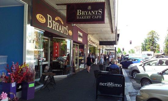 Bryant's Bakery Cafe: Outside cafe