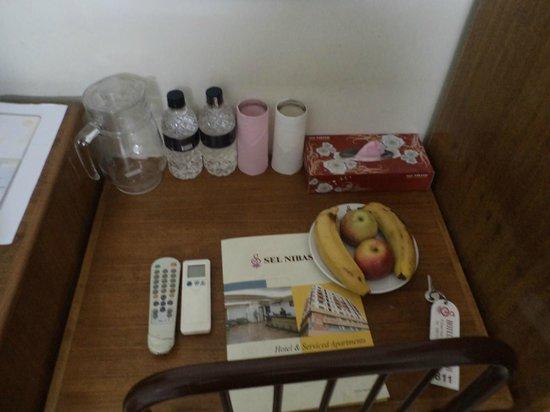 Sel Nibash Hotel & Serviced Apartments : Desk