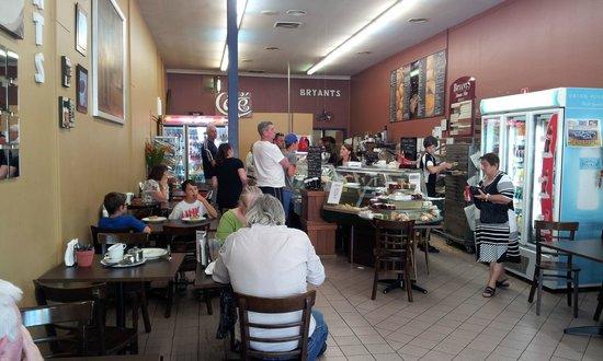 Bryant's Bakery Cafe: Inside cafe