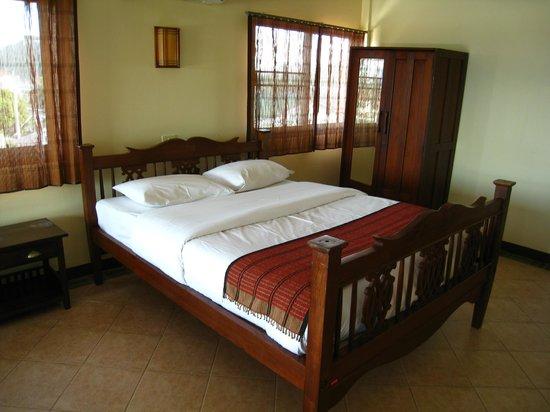 Baan Na Takiab: Large bed